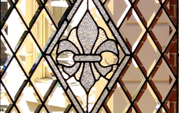 Bevelled styles  of leadlighting are often seen in modern doors and sidelights